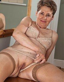 Paola anziana vogliosa